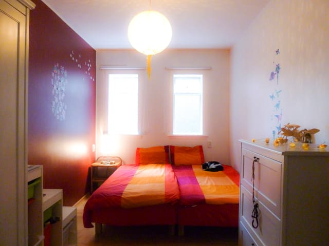 Cozy and comfortable bedroom close to city center - Reikiavik - Bed & Breakfast