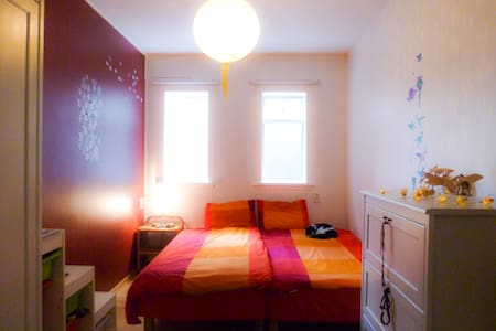 Cozy and comfortable bedroom close to city center - Reykjavík - Bed & Breakfast
