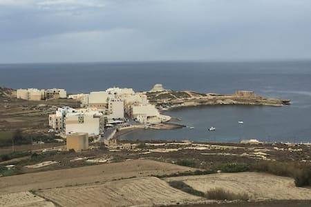 Marsalforn - Żebbuġ