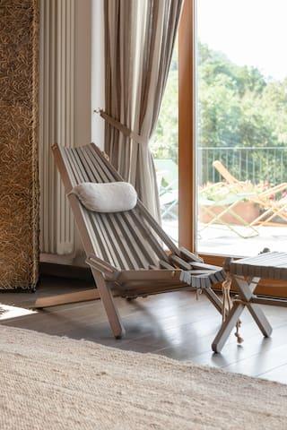 Sedia in salotto Villa Silvi