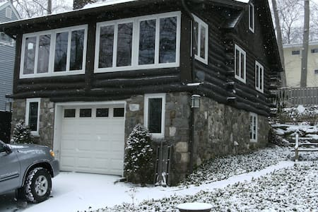 Cozy Rustic Renovated 1930's Logcabin - Ringwood
