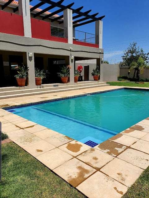 2 Bed Apartment in Waterfall, Midrand