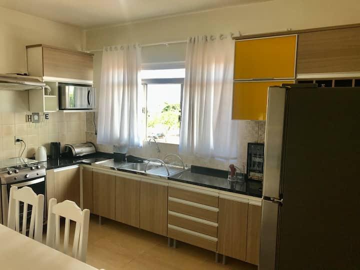 Apartamento ótima localização 2 quartos com ar