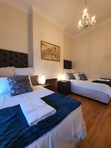 Room 2: 3/4 beds x 2