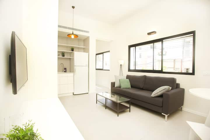 stunning,central 1 min from beach