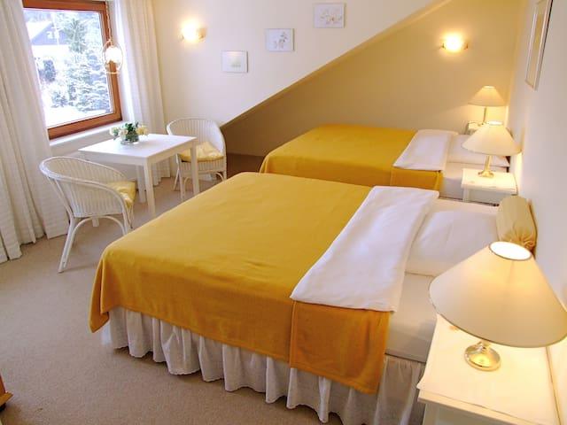 schöne Zimmer,ruhige Lage - Bad Segeberg