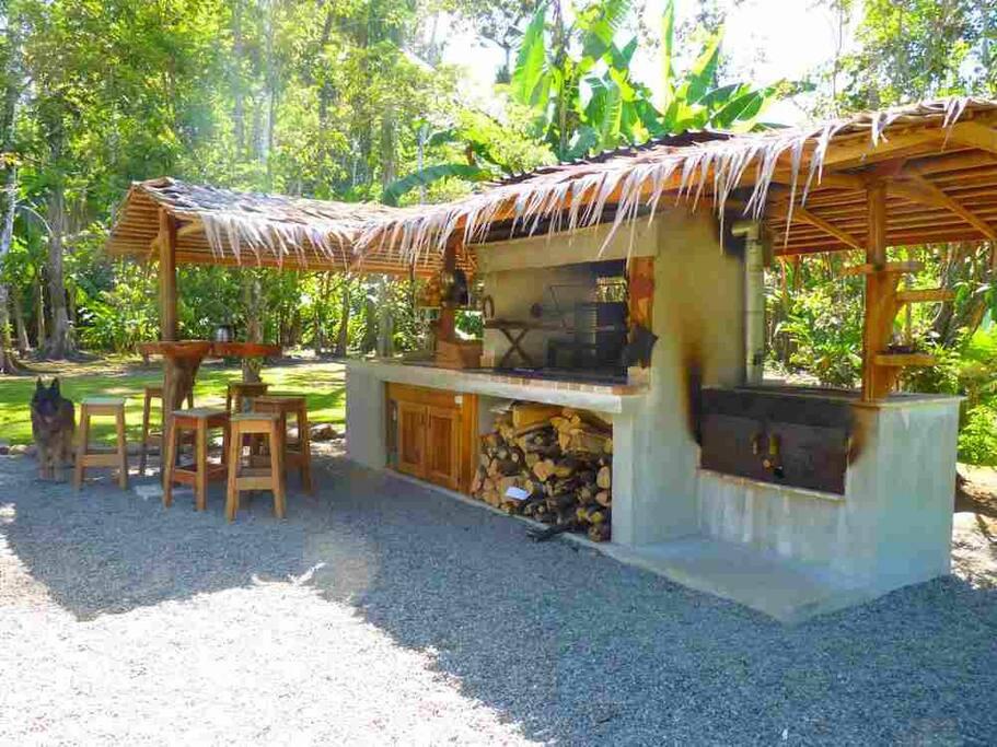 barbecue 3 bamboo cahuita