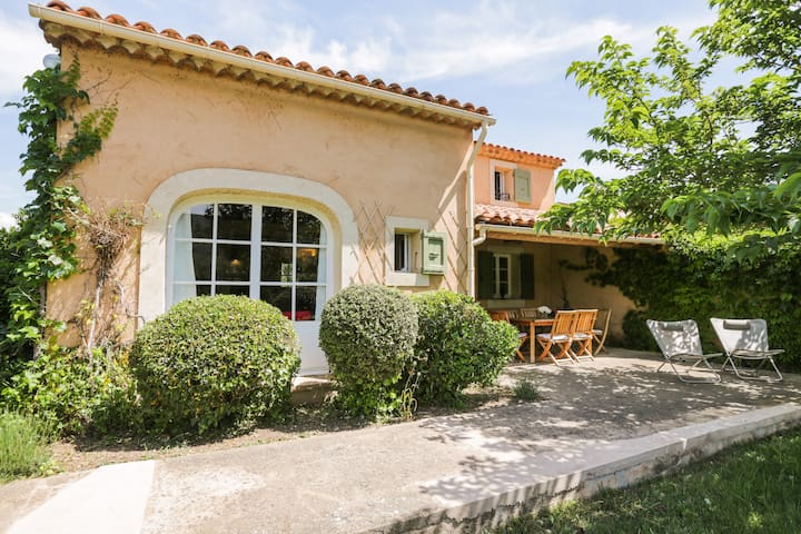 25 km Manosque, housse 2/3 BR, view on the Luberon