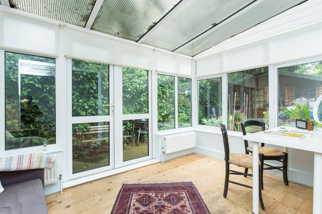 Large cosy peaceful garden studio in london united kingdom for Large garden studio