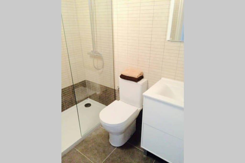 Baño Compartido - Shared Bathroom