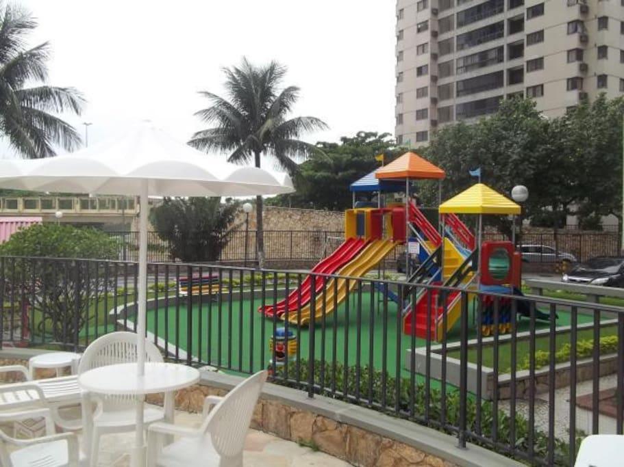 Piscina, sauna, academia e área para crianças