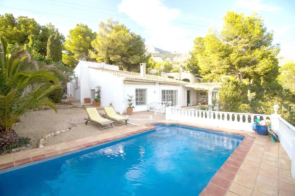 Villa privada encantadora con piscina casas en alquiler for Camping con piscina climatizada en comunidad valenciana