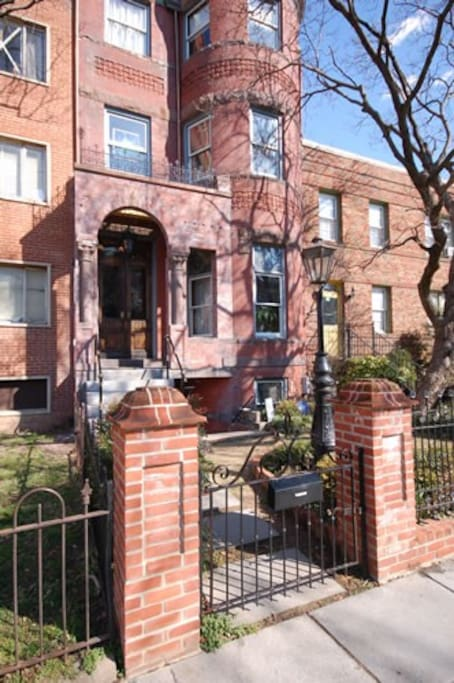 Fantastic Logan Circle neighborhood, 2 blocks from the Metro, minutes from restaurants, shopping, and the Jazz clubs on U Street