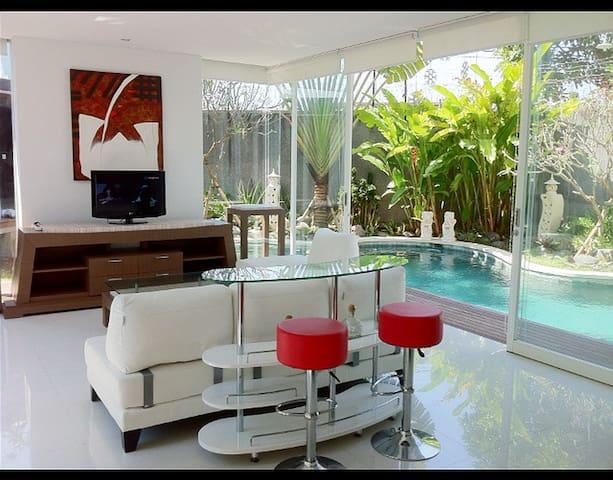 Casa Aquarelle, 2Br+Pool, Sunset Rd - Kuta - Vila