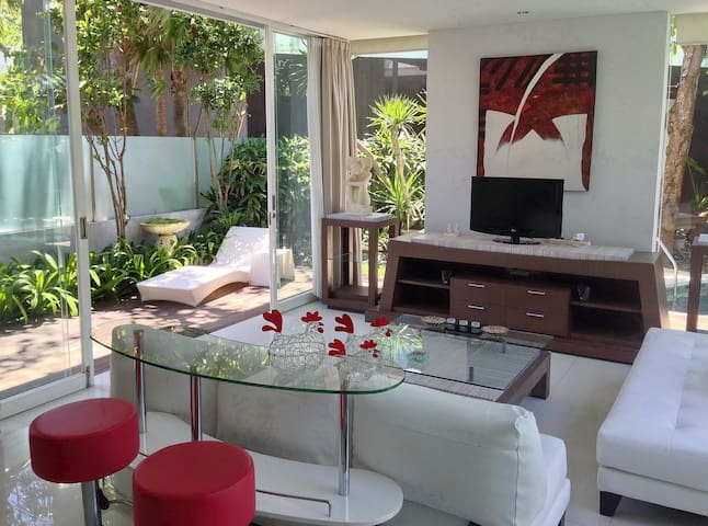 Living room, garden & sunbed