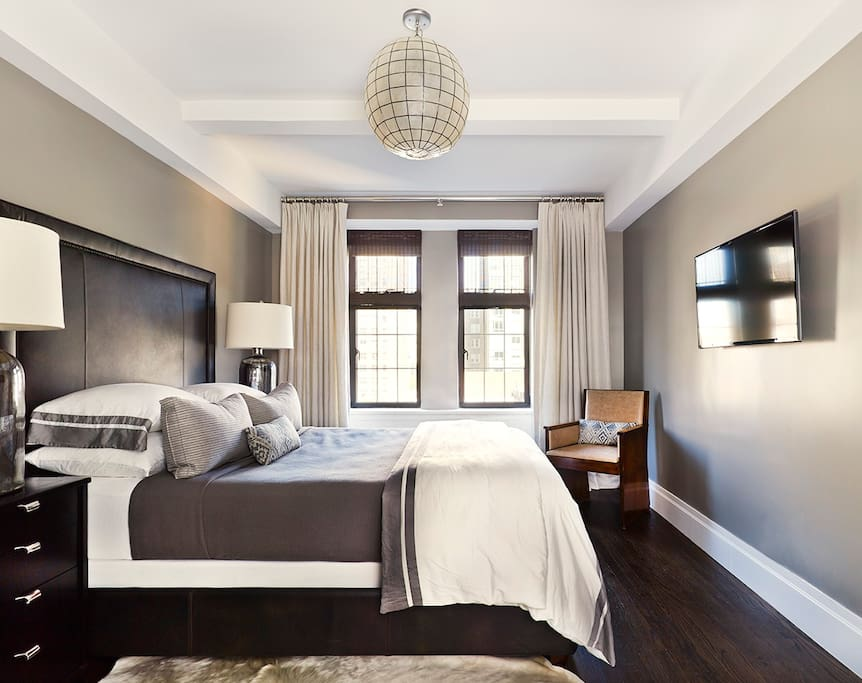 Fablous, bright bedroom with wonderful Empire State Building views.