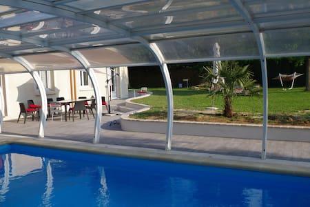 Villa avec piscine 35kms de Paris - Limours
