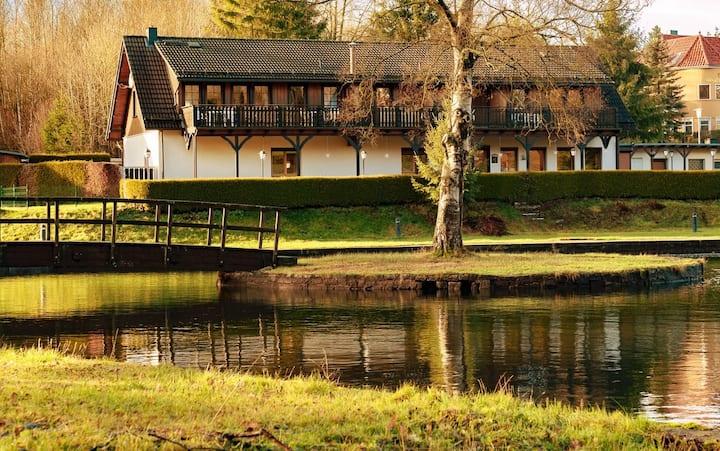 Erholsame neu renovierte Ferienwohnung am Waldsee