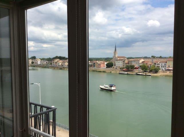 Grand Appartement avec Vue Imprenable sur la Saône - Mâcon - Apartmen