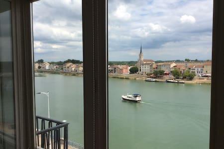 Grand Appartement avec Vue Imprenable sur la Saône - Mâcon