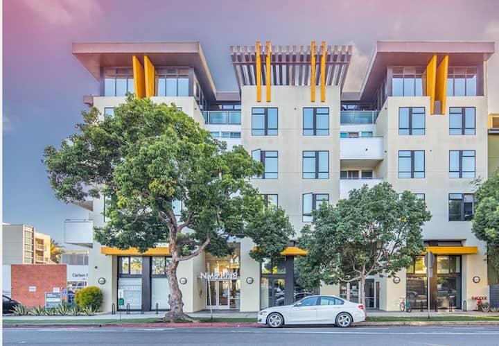 Modern & Stylish 2 Bedroom 2 Bathroom Apartment + 2 Parking Spaces + Washer / Dryer -211