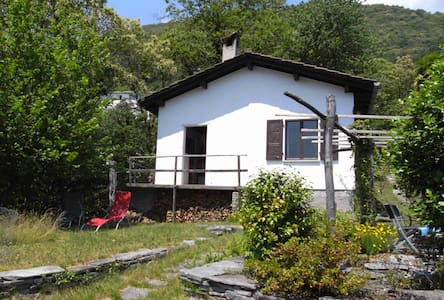 Haus am Waldrand mit Aussicht - 洛迦诺 - 独立屋
