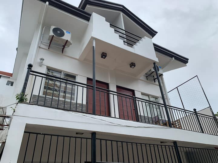 The Beach House, Aprt D- for6-8pax, DOT Accredited
