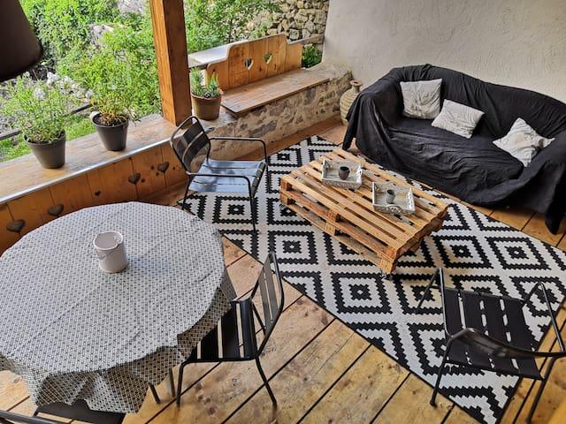 Charmant studio avec terrasse au cœur des Bauges