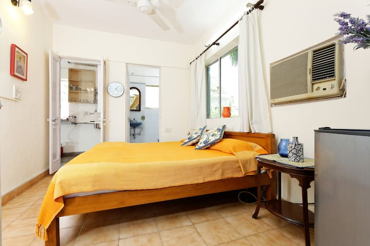 Safe & Cosy B&B near City Centre in Defence Colony