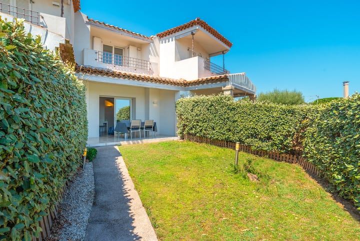 """Modern Holiday Home """"Villa Rosa dei Venti"""" Near the Beach and with Sea View, Terrace, Balcony, Air Conditioning & SAT-TV; Parking Available, Pets Allowed"""