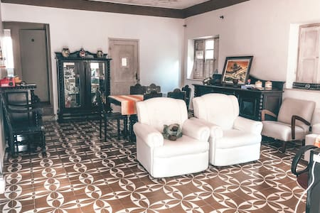Casa grande com espaço para churrasco