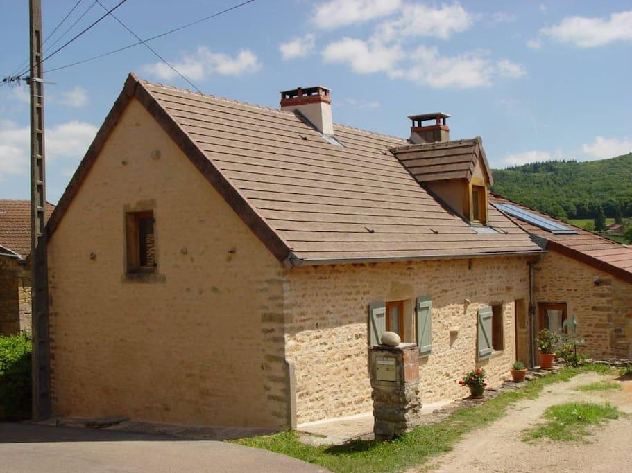 Chemilly, est un hameau calme de La Vineuse.