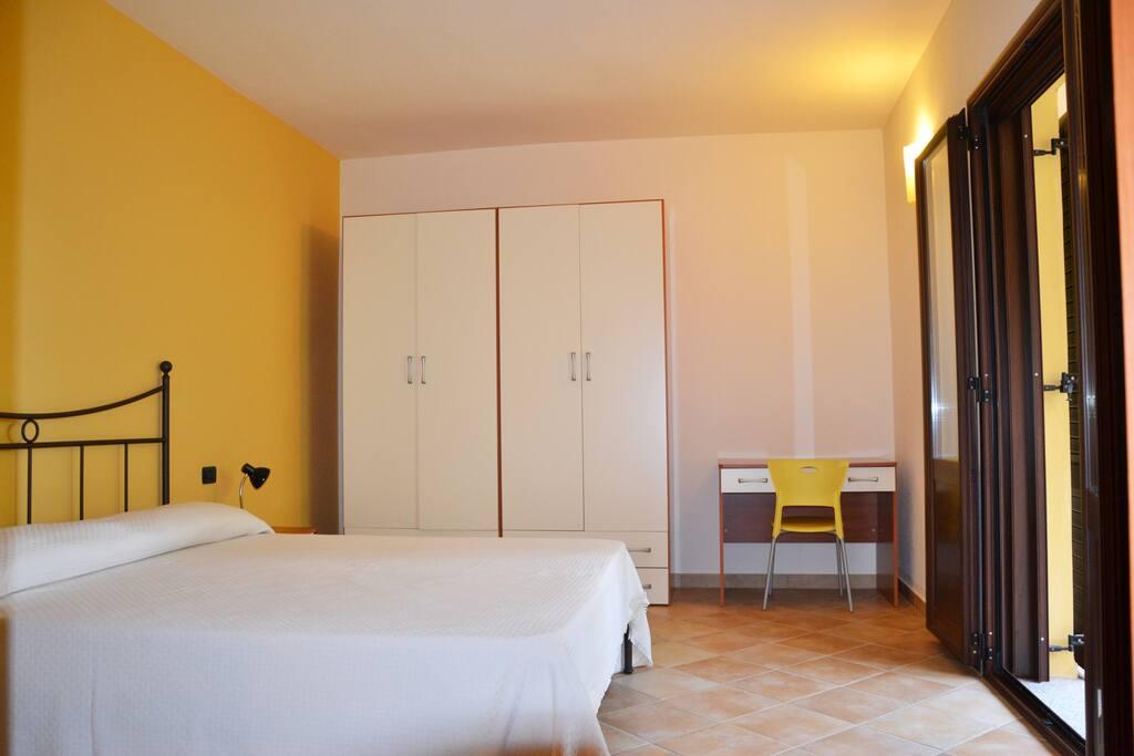 Camera da letto con balcone 1