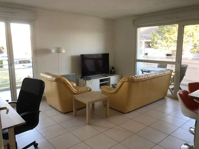 Appartement lumineux 2 chambres grande terrasse