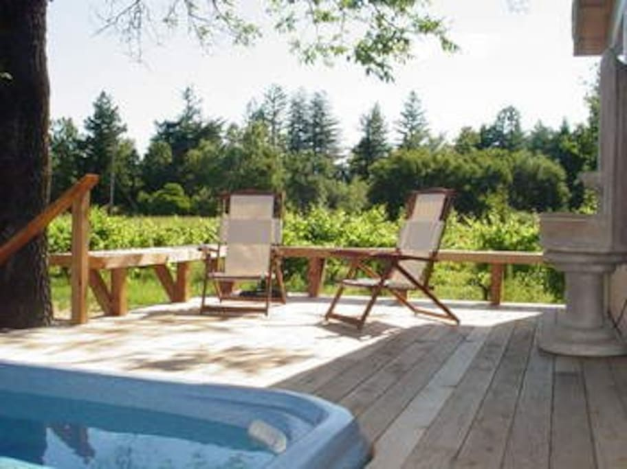 Hot tub and back deck at Wine Country Cottage