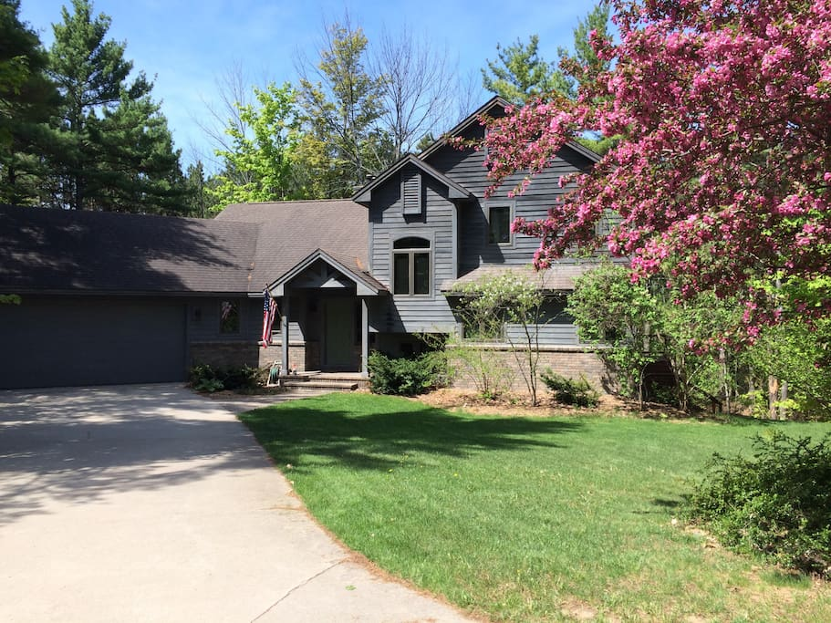 Summer 2018 up north retreat houses for rent in suttons bay michigan united states - Large summer houses energizing retreat ...