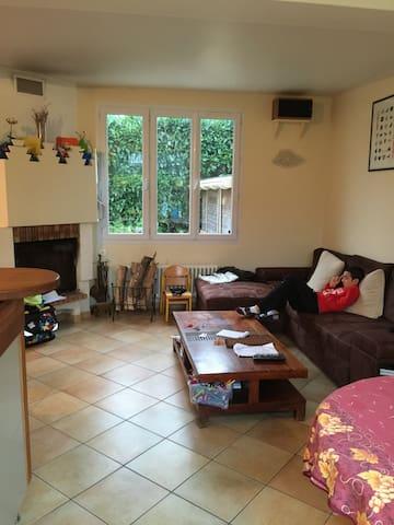 Chambre dans maison calme dans les yvelines - La Verrière - Casa
