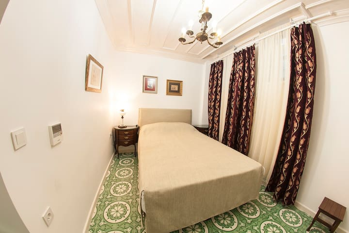 Cozy Clean Room in Taksim with Private Bathroom