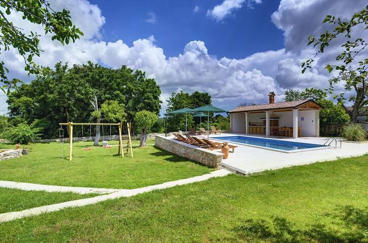 Amazing property with private pool - Rojnići - Villa