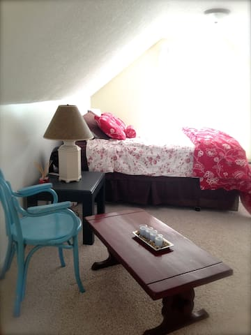 Cozy & Spacious Bedroom Available - Grand Rapids - Casa