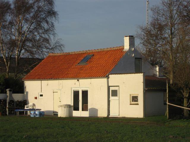 Het huisje bij ondergaande zon