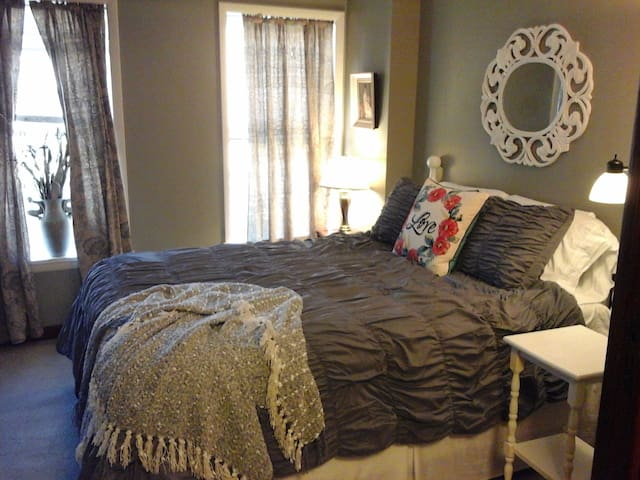 Quiet 2 Bedroom, Main Street, Parking! Sleeps 4-5