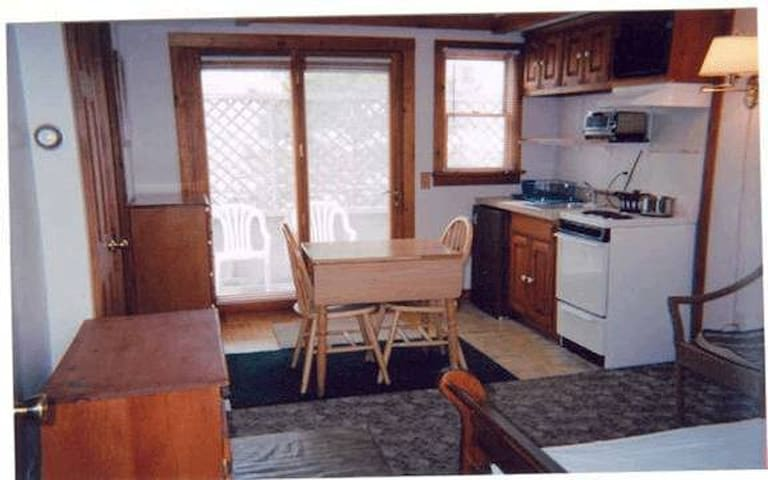 Provincetown/Truro line studio,1 mo minimum rental - Provincetown - Appartement