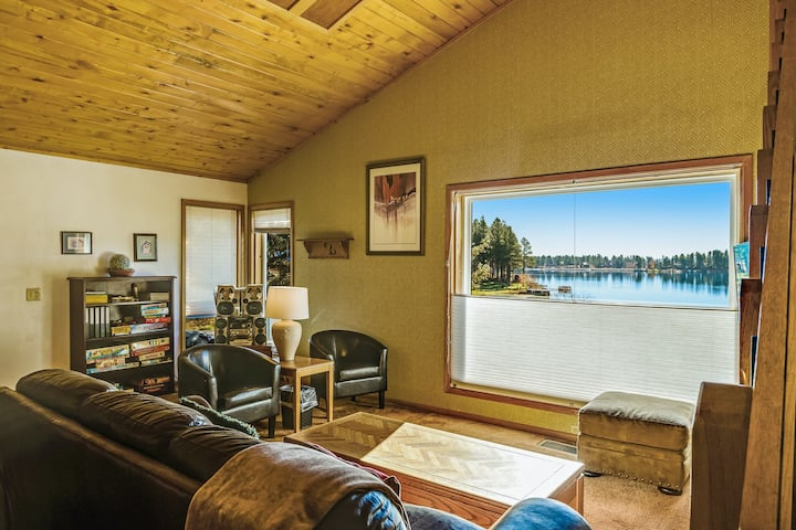 Cozy condo w/lake view, hot tub, entertainment & lake access