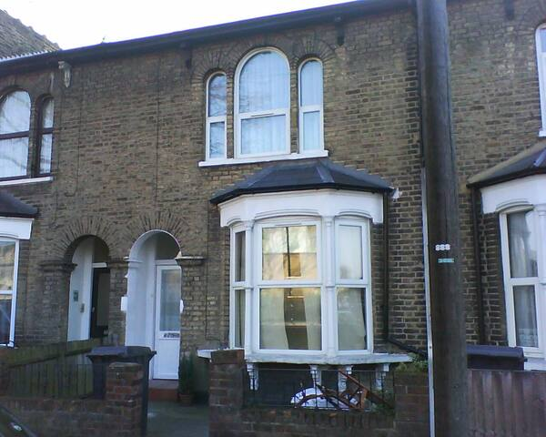 Pleasant stay in a victorian house with a garden