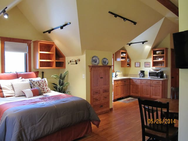 Spacious Carriage House Studio - Missoula - Lejlighed