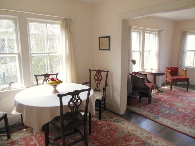 East Hampton Village Cottage 2 bedroom Walk To All - East Hampton - Casa