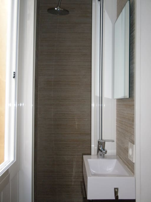 bathroom ensuite with shower