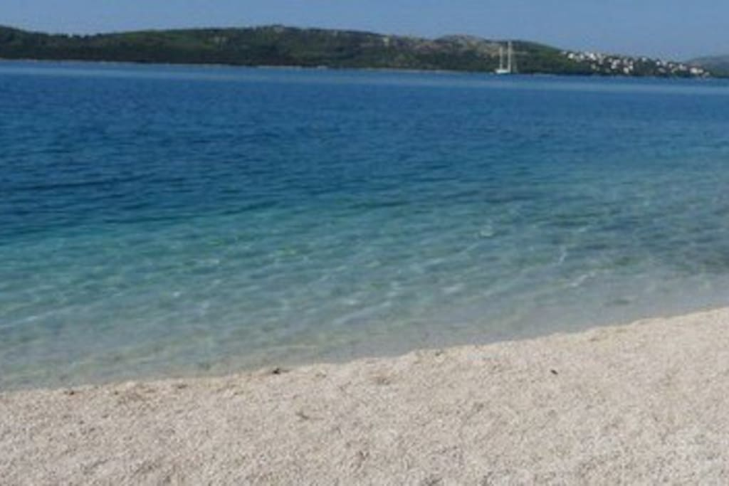 This beach is the main beach of this place around and its 0,4km away