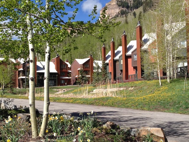 Spectacular Mountain Condo With Views! - Durango - Apartment